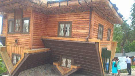 Dom dogóry nogami wSzymabrku(1)